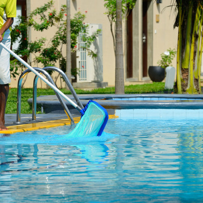 Cómo limpiar el agua de tu piscina
