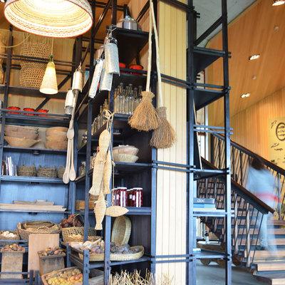 Mercado y biblioteca para hotel Tierra Chiloé