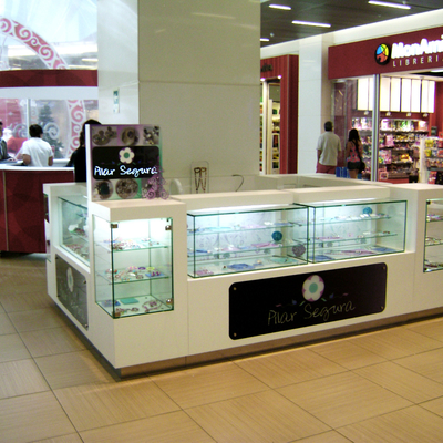 Módulo joyería en mall Costanera Center.
