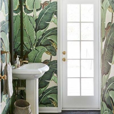 Papel mural verde en baño