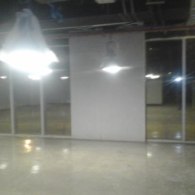 Pintura, yesos y vitrificado de planta de oficinas en Vitacura