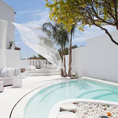 piscina pequeña con escalones