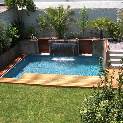 Piscina residencial con velo de agua