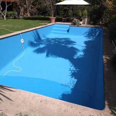 Reparación y pintura de piscina