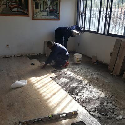 Cambio piso parquet por porcelanato tipo madera