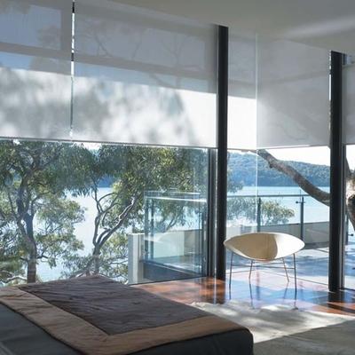 Protege tu casa del sol con innovadores ventanales y cortinas roller