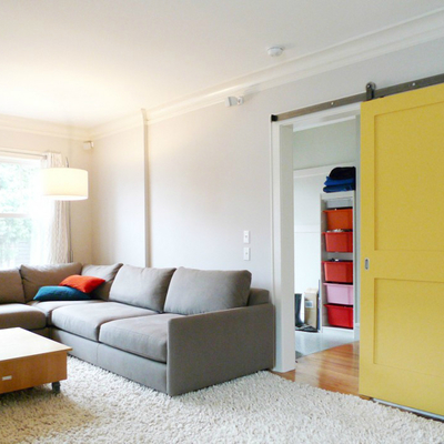 puerta corredera amarilla
