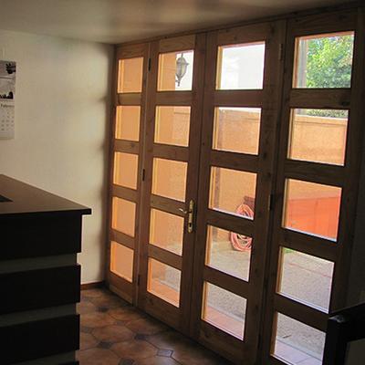 Puerta entrada Edificio Real Bone