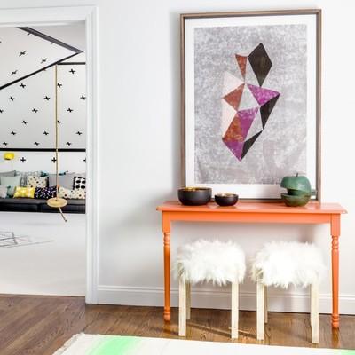 recibidor mesa naranja