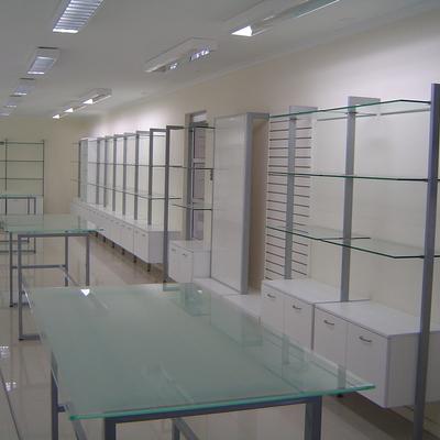 Equipamiento tienda seigard por Circulo diseño ltda