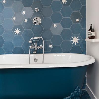 Baño decorado con azulejos