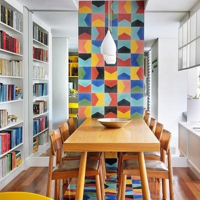 Comedor con mosaico decorativo