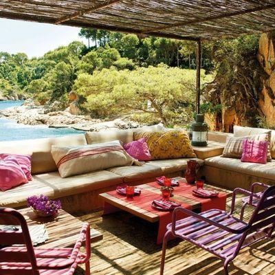 terraza con pérgola de caña