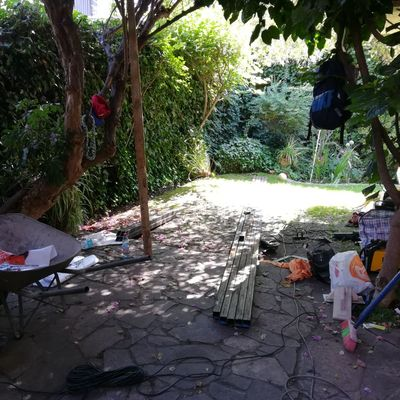 Obra: diseño y construccion de Quincho - Quiebravista de madera   - terraza de  hormigón con  porcelanato sector: calle el apostol - las condes