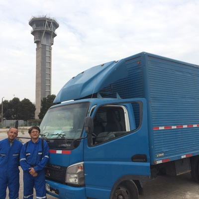 Transporte de mobiliario de oficina para aerolínea Sky