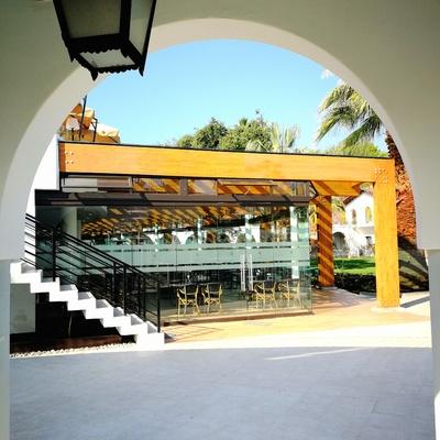 Pérgolas y restaurante estadio Español de Las Condes.