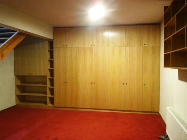 Foto Closet En Melamina Blanca Interior Y Puertas En Madera De