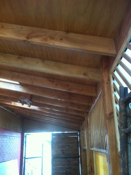 Foto cobertizo principal realizado en pino oregon y placas de madera de construsol 86062 - Cobertizo de madera ...