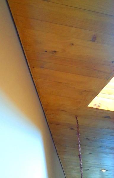 Foto detalle separaci n de muro y cielo madera de for Muro de separacion jardin