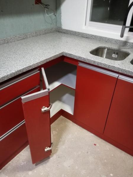Foto: Instalación Bisagras de 180° para Muebles de Esquina ...