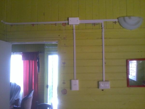 Foto instalaciones a la vista con moldura de electricidad - Instalacion electrica vista ...