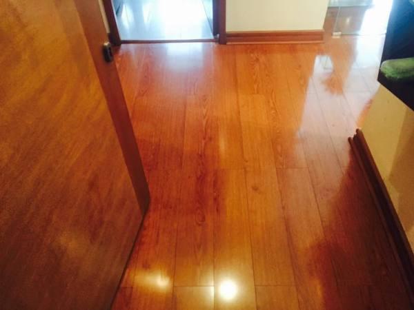 Foto limpieza de pisos de madera y flotantes de aseo - Limpieza de madera barnizada ...