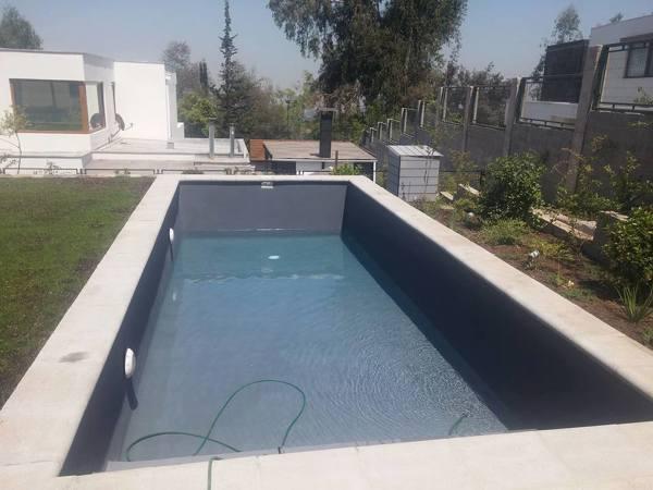 Foto llenado de piscina de constructor bless 152689 for Constructor piscinas