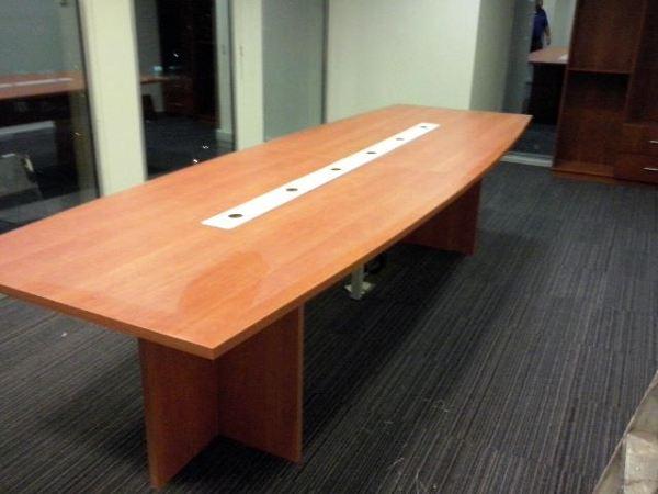Foto mesa sala reuniones de m idea muebles a tu medida for Mesa de reuniones