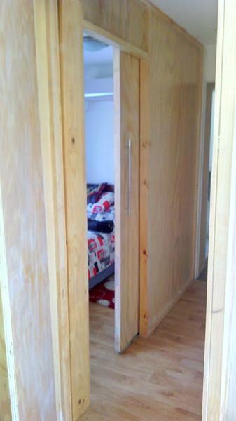 Foto puerta de corredera en dormitorios con poco espacio for Dormitorios con poco espacio