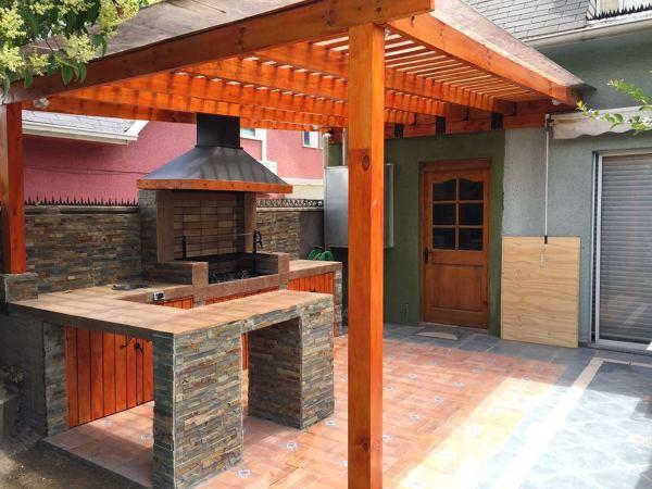 Foto terraza y quincho de juegos mascotas y mas 143806 for Casa minimalista con quincho
