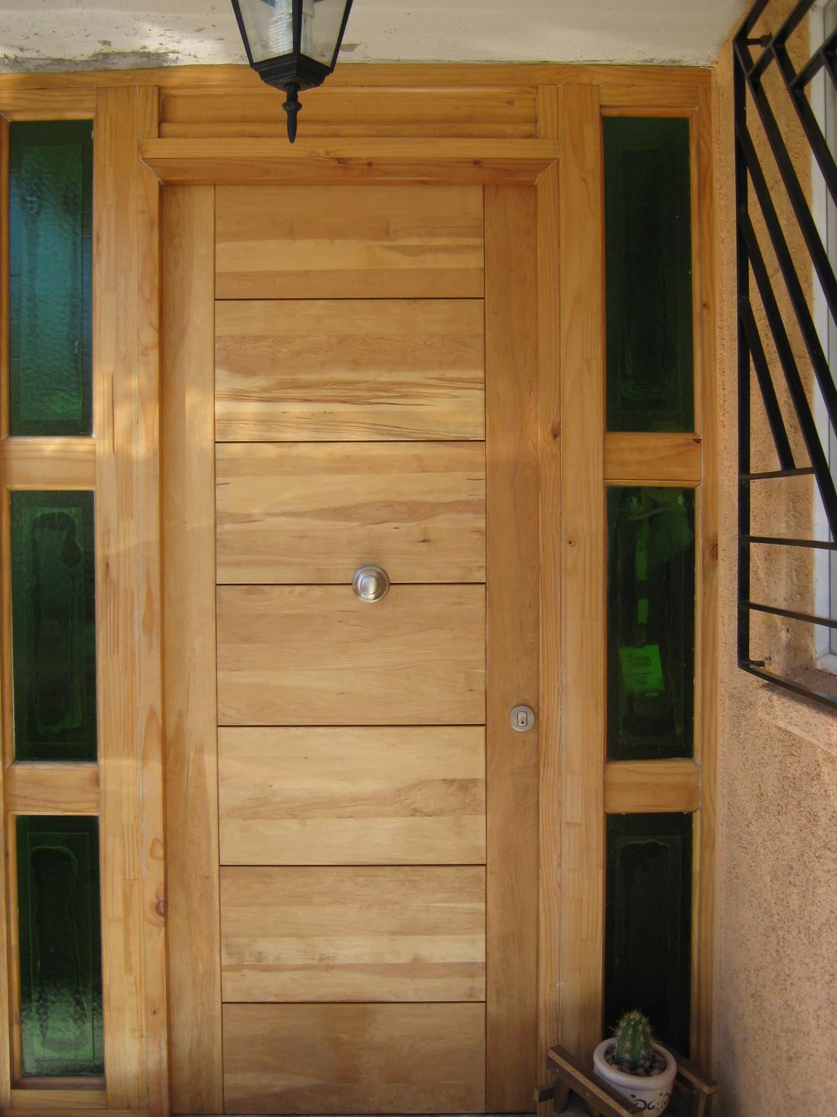 Puerta acceso principal proyectos gasfiter a - Pintura puertas madera ...