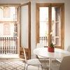 Balcones con carpinterías de madera