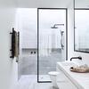 Mampara en baño remodelado blanco