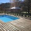 Parte baja quincho, instalación de piso de madera para piscina