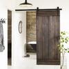Puerta corredera de madera oscura