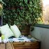 terraza con jardín y banco