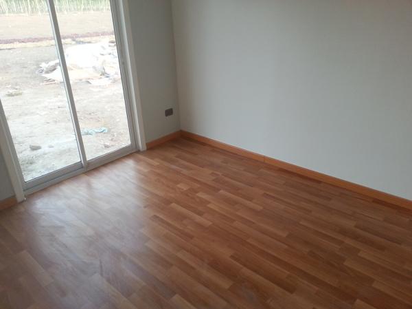 Valor de instalaci n de piso flotante habitissimo - Como nivelar un piso para colocar piso flotante ...