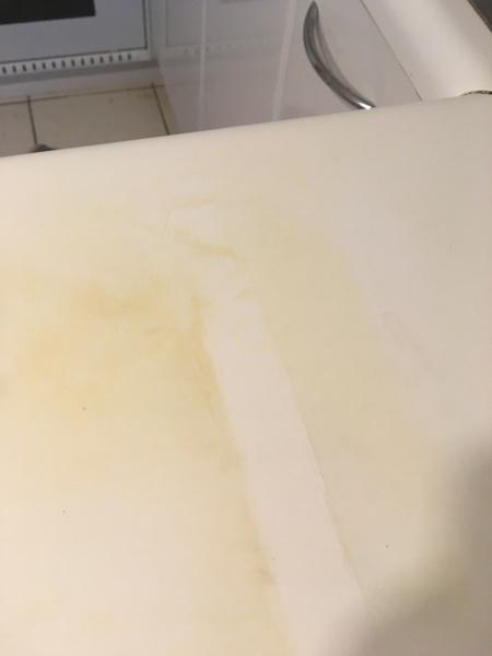 ¿Cómo puedo limpiar las manchas de humedad?