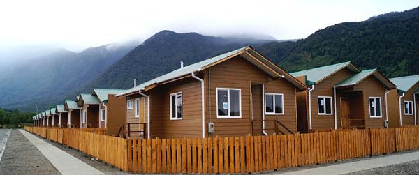 ¿Cuántos paneles se necesitan por cada casa y de qué capacidad?