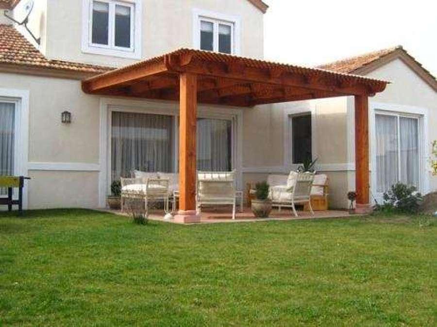 Cobertizo y terraza de madera pe aflor regi n for Cobertizos de casas