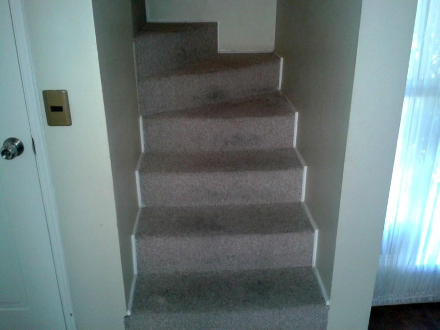 Piso de madera para escalera pudahuel regi n for Escalera electricista madera