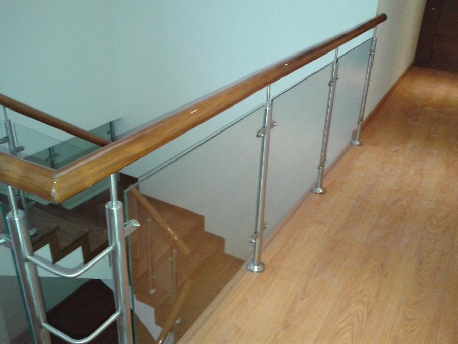 Hacer escalera interior de vidrio madera y acero for Construir escalera interior