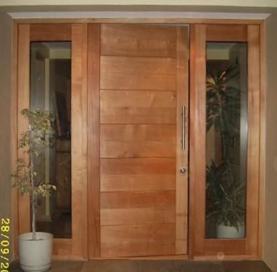 Hacer e instalar dos puertas de madera una para exterior y for Precio de puertas para casa