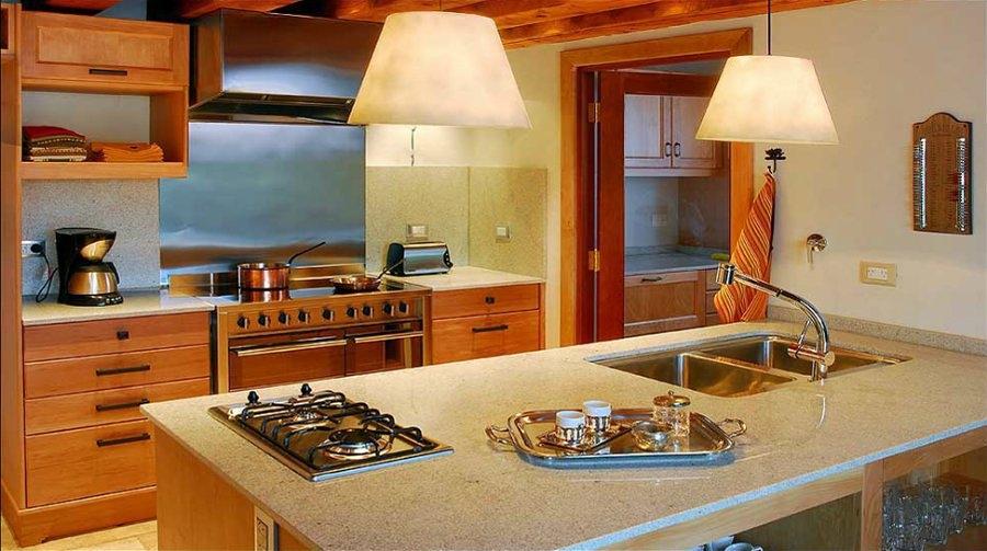 Construir casa de 100 m2 de 2 pisos en madera piedra y for Construir casa precio m2