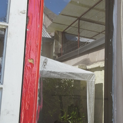 Reparar marcos puertas y ventanas en casa antigua de adobe for Presupuesto puertas de madera