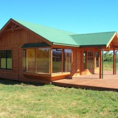Construir casa prefabricada 50 mt2 con 3 dormitorios 1 matrimonial con ventanales sobresalientes - Como construir una casa prefabricada ...