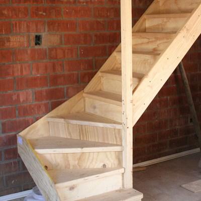 Construir escalera de madera puente alto regi n for Como cerrar una escalera interior