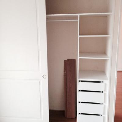 Remodelaci n closet habitaci n adem s pintar o cambiar for Papel mural autoadhesivo santiago