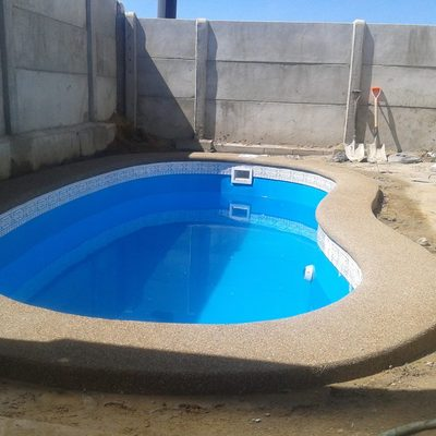 Construccion de piscina de fibra de vidrio ri on la for Construccion de piscinas en santiago