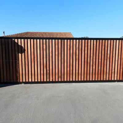 Presupuesto porton de madera de corredera y aparte una for Presupuesto puertas de madera